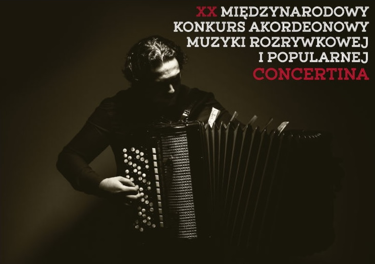 Zdjęcie - plakat na którym jest akordeonista na czarnym tle. Na plakacie także informacja i data kiedy odbędzie się koncert.