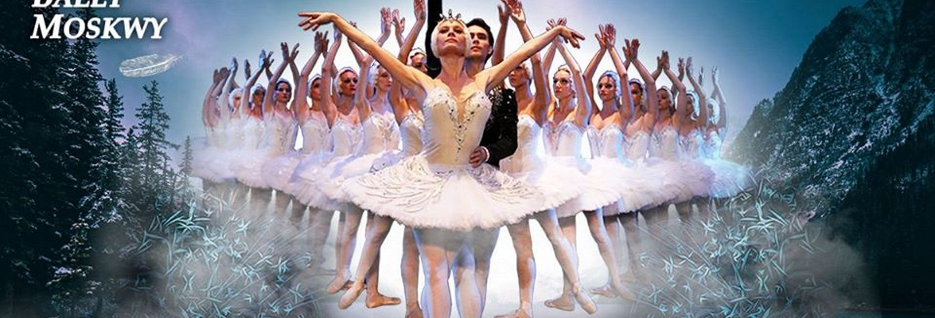 Zdjęcie - plakat zapraszający na występ Rosyjskiego Baletu Moskwy Jezioro Łabędzie. Na plakacie zdjęcie tancerek na tle gór i lasów. Na pierwszym planie zdjęcia tancerka i tancerz.