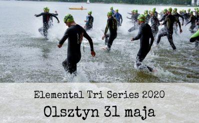 Plakat zdjęcie zapraszające na zawody Triathlon Elemental Tri Series Olsztyn 2020. Na zdjęciu zawodnicy wchodzący do jeziora i startujący do zawodów w dyscyplinie pływanie.