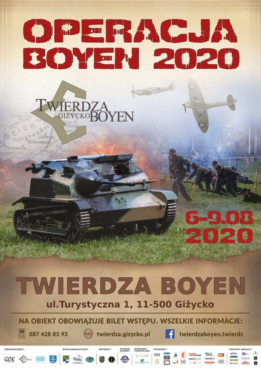Plakat zapraszający w dniach 6-9 sierpnia do Giżycka na Święto Twierdzy Boyen Operacja Boyen 2020. Zdjęcie przedstawia inscenizację bitwy, na której widzimy atakujących żołnierzy w mundurach z epoki I Wojny Światowej oraz czołg.