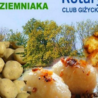 Zdjęcie, plakat zapraszający do Giżycka na 4. edycję Festynu Święta Ziemniaka w Giżycku 2020. Na plakacie widoczne jest zdjęcie ziemniaków, placków ziemniaczanych oraz pyz.