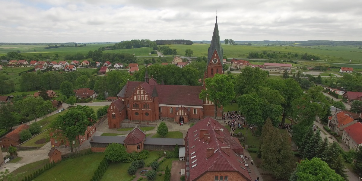 Zdjęcie z lotu ptaka panoramy Sanktuarium Matki Bożej Gietrzwałdzkiej.