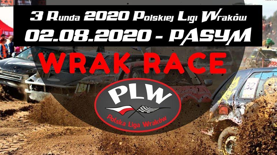 Plakat zapraszający do Pasymia na III Rundę 2020 Polskiej Ligi Wraków - Pasym 2020.  Tłem plakatu jest zdjęcie jadących po błotnistym torze wraków. Na plakacie informacja o dacie i miejscu zawodach.