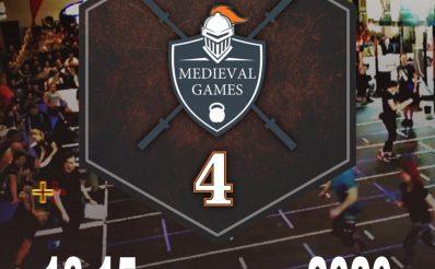 Plakat graficzny zapraszający do Rynu na 4.edycję zawodów organizowanych przez Hotel Zamek Ryn Medieval Games 2020 największych zawodów crossfit w Polsce. Na plakacie znajduje się grafika tarczy rycerskiej z nawą zawodów, a tłem plakatu jest zdjęcie z zawodów w Rynie z poprzedniego roku.