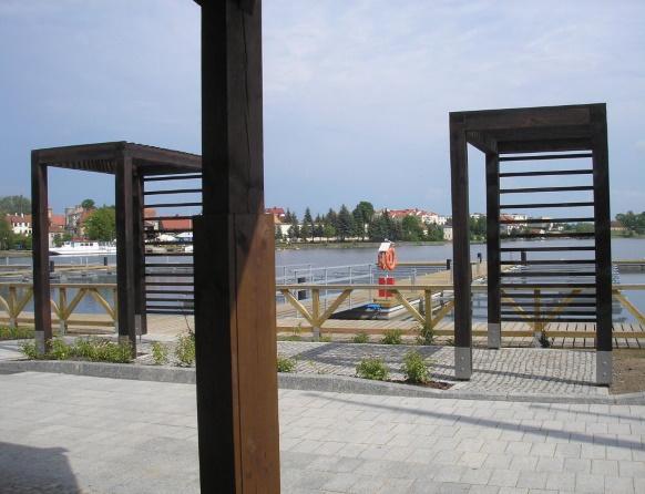 Ekomarina w Rynie, widok z portu na jezioro.