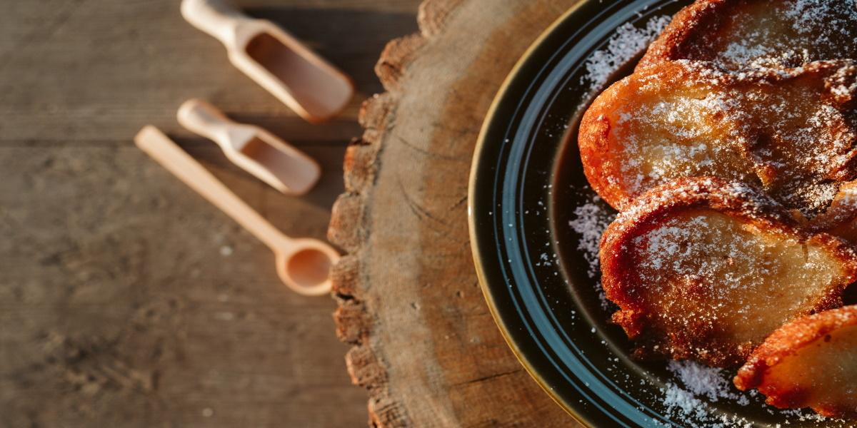 Ciastka ułożone na talerzu z Tortolandi.