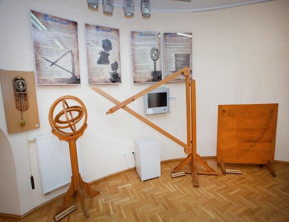 Eksponaty muzealne w Olsztyńskim Obserwatorium Astronomicznym.